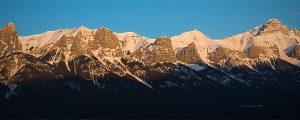 Live Events Stock Media - Morning light on the Mount Rundle Range